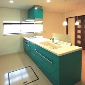グリーン色(緑色)のキッチンにリフォーム。とっても満足です。岐阜県瑞穂市 施工事例写真