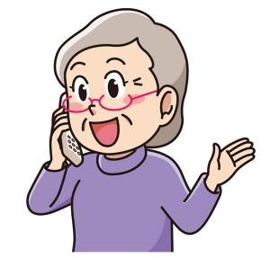 電話するおばあさん